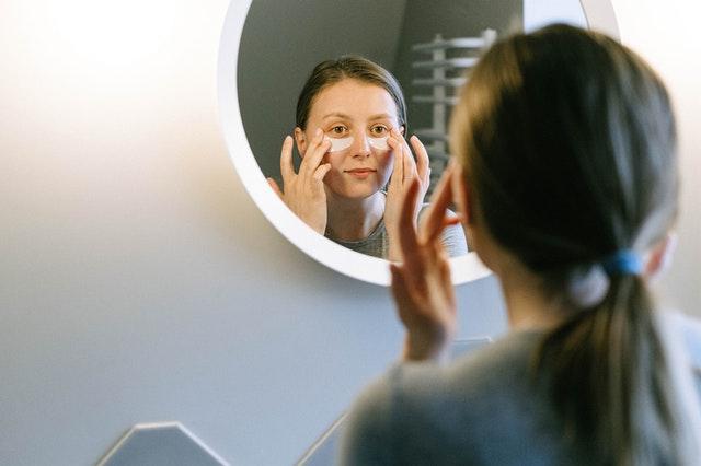 Wieczorna pielęgnacja twarzy
