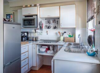 Lodówka wolnostojąca w kuchni