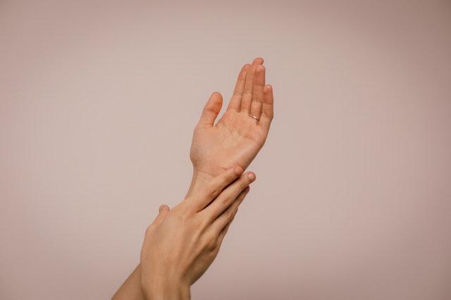 Pielęgnacja dłoni – Poznaj naturalne sposoby